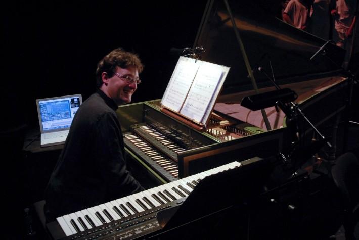 Jean-Christophe Revel, organiste titulaire des orgues de la Cathédrale Sainte-Marie d'Auch, chargé du rayonnement culturel des instruments, concertiste responsable du département de musique ancienne du CRR de Paris. Tous droits réservés
